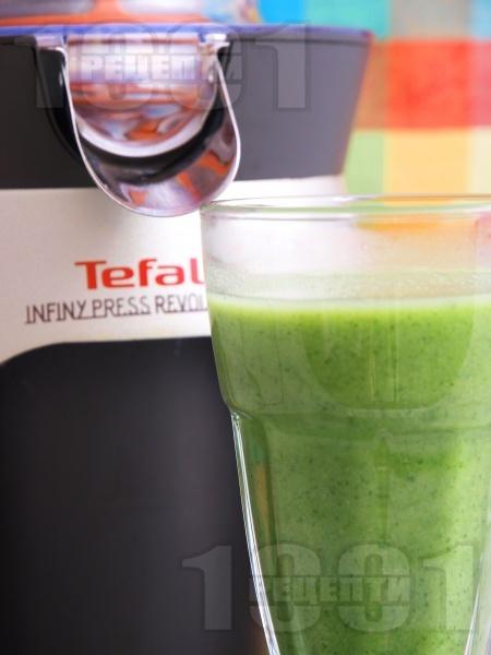 Зеленчуково зелено смути с броколи, лимон и черен пипер за енергия - снимка на рецептата